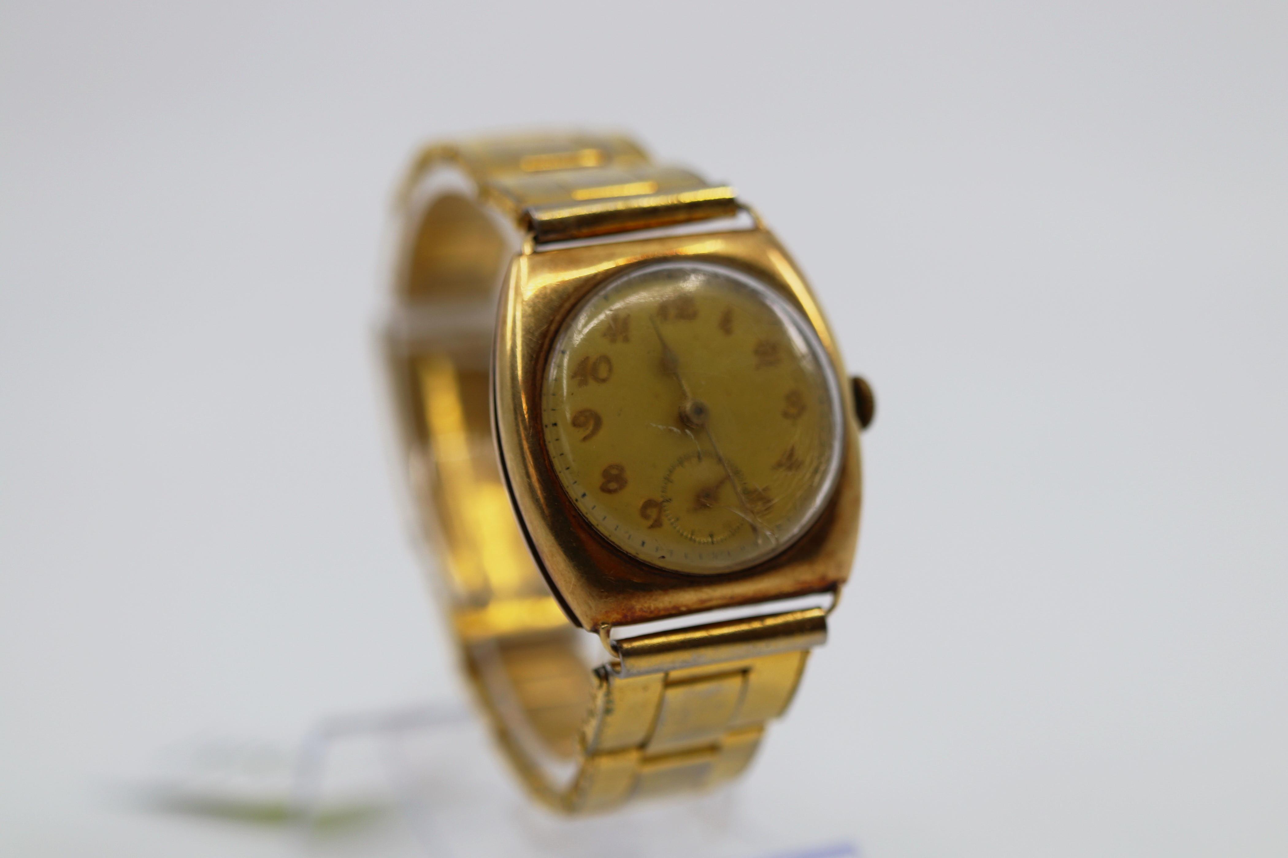 585 MARKED GOLD CASED GENTS WRIST WATCH