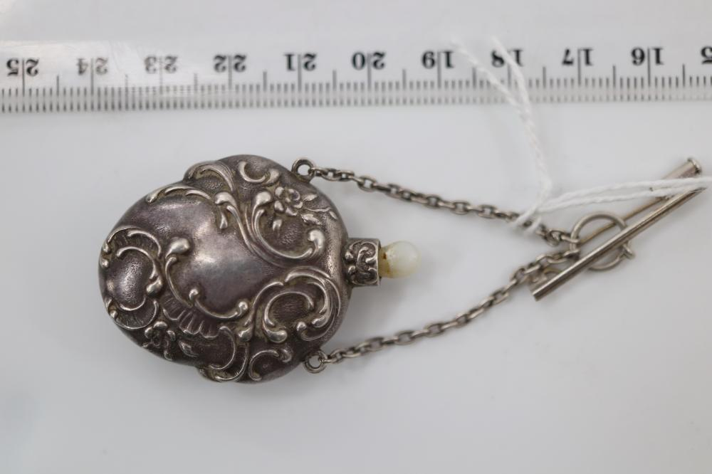SILVER SNUFF BOTTLE PENDANT/BROOCH