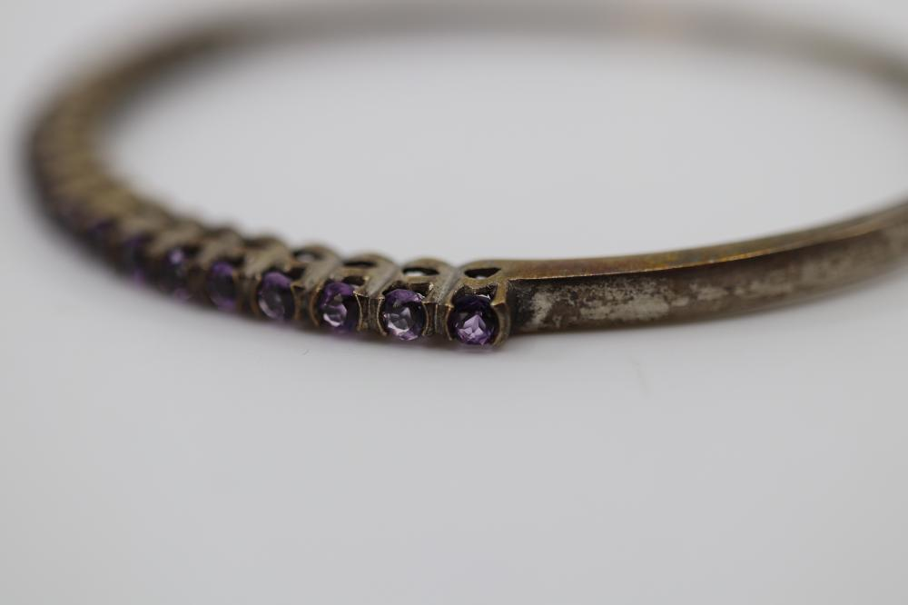 STERLING SILVER AMETHYST BANGLE, 9.3 GRAMS TOTAL WEIGHT