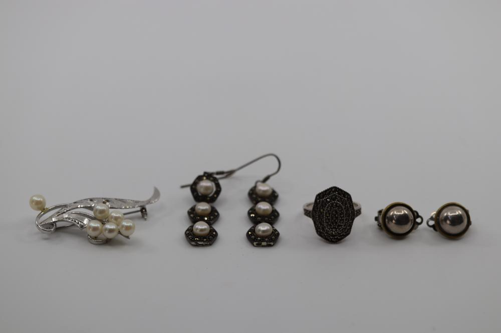 LOT OF JEWELLERY INC SILVER MARCASITE RING, CLIP ON EARRINGS, BROOCH