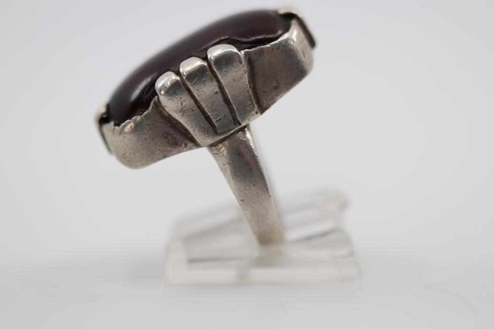 LARGE 925 SILVER MEXICAN RING WITH AMBER COLOURED CENTRE STONE, 12.4 GRAMS TOTAL WEIGHT, SIZE P