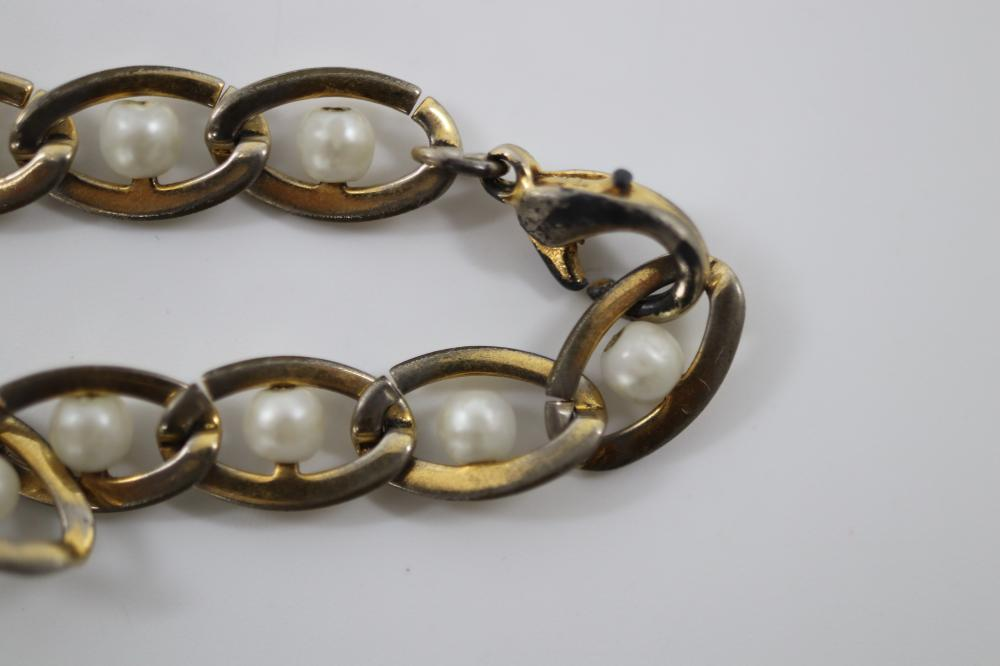 PEARL & GOLD PLATED JEWELLERY SET INC PENDANT, EARRINGS AND BRACELET