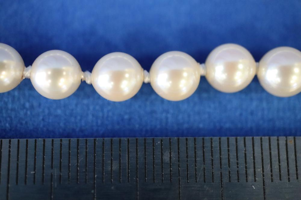STRAND OF KNOTTED CULTURED PEARLS OF GOOD COLOUR & LUSTRE, BOXED