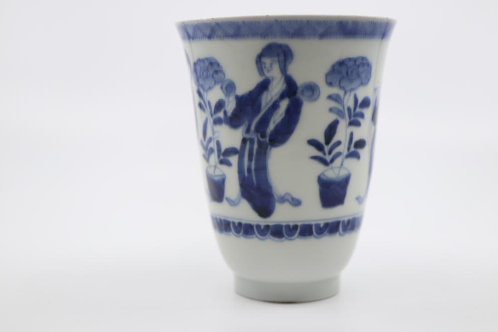 JAPANESE 19TH CENTURY BLUE AND WHITE BEAKER, MADE FROM THIN PORCELAIN, HAND PAINTED WITH LADIES AND FLORAL DECORATION, SIGNED BELOW, 11CM H X 9CM DIAM (MINOR NIBBLES TO RIM)