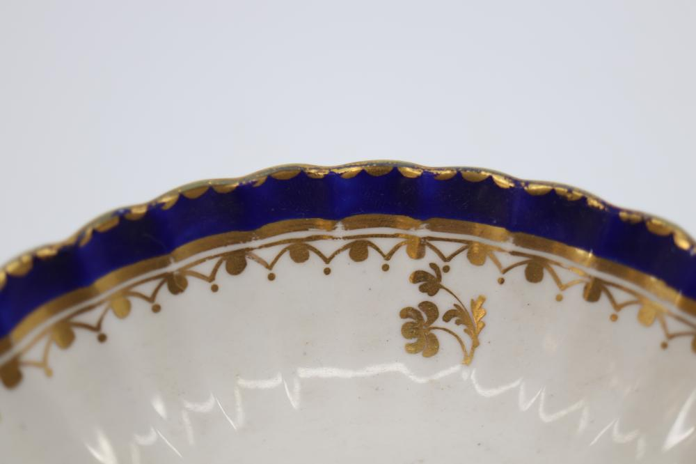 2 X ANTIQUE DERBY PORCELAIN TEA CUP & SAUCERS, HAND PAINTED BLUE, WITH GOLD OVERLAY, PUCE DERBY MARK BELOW SAUCERS 135MM DIAM, (MINOR WEAR TO GOLD, CONSISTENT WITH AGE)