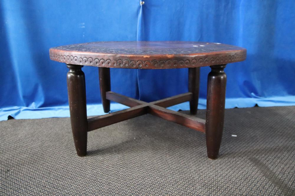 PERUVIAN ROUND EMBOSSED LEATHER TOP OCCASIONAL TABLE ON ROUND TIMBER LEGS, 85CM DIAM, 43CM H