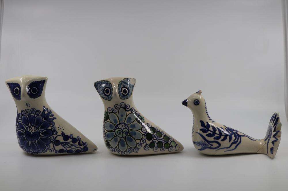 SELECTION OF MAINLY PERUVIAN HAND PAINTED POTTERY BIRDS & TIMBER PAINTED COCKEREL . SOME HAVE DAMAGE