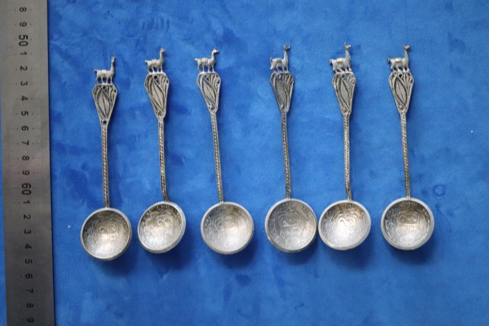 11 COLLECTABLE SPOONS SILVER SPOONS, MADE FROM PERUVIAN COINS WITH FILIGREE ALPACCA TOPS, 5 X 1905 HALF DINERO (ONE TOP DAMAGED) AND 6 X 1933 DINERO WITH WOODEN SPOON RACK