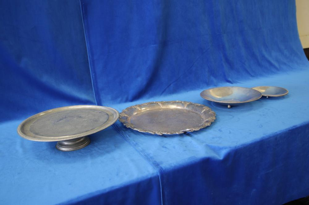 4 X SILVER PLATE SERVING DISHES INC 2 GRADUATING ROPE TWIST EDGE BOWLS, CAKE STAND AND GRAPE MOTIF ROUND SERVING TRAY