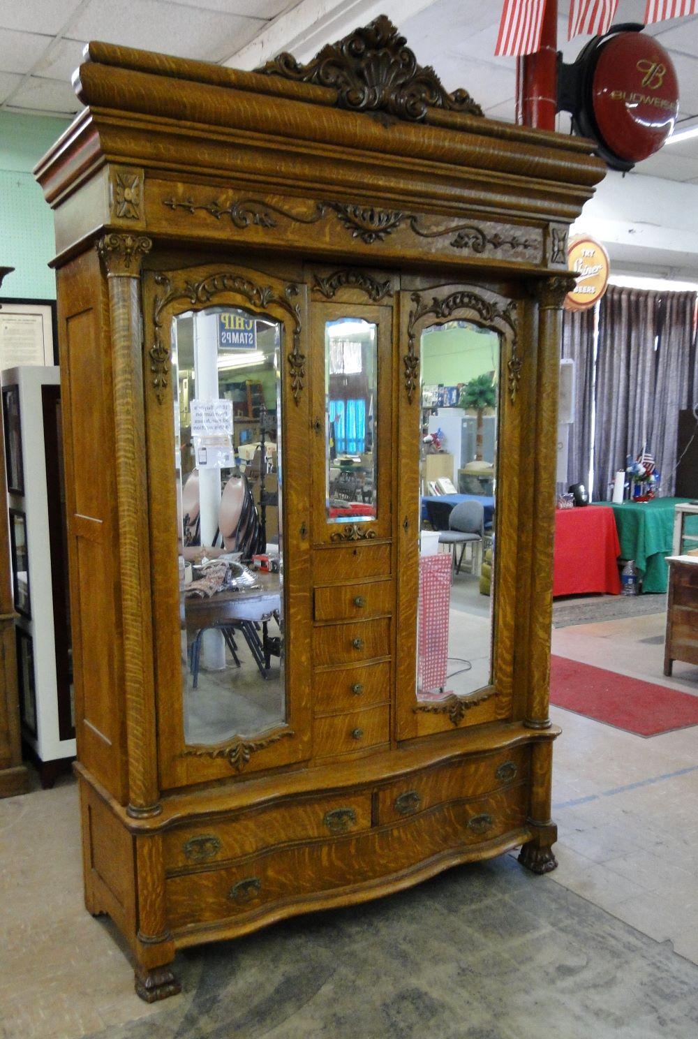 Antique Quarter Sawn Oak Wardrobe (OUTSTANDING)