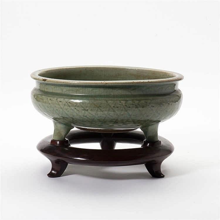 A Longquan celadon censer