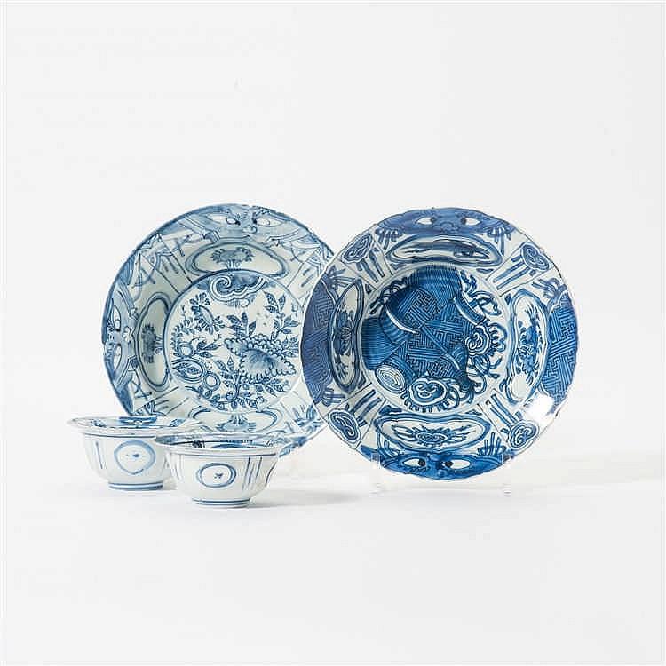 Two 'kraak' porcelain 'klapmuts' bowls and two similar bowls