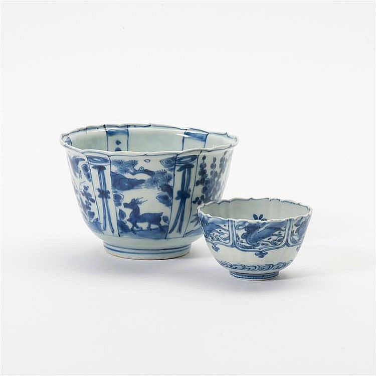 A 'kraak' porcelain 'kraaikop' bowl and a similar bowl