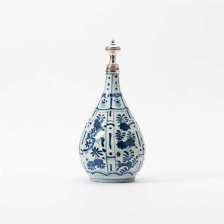 A curved pear-shaped 'kraak' porcelain vase