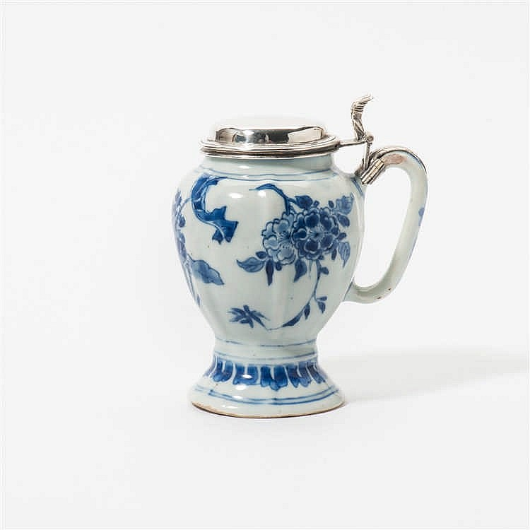 A ribbed blue and white mustard pot with handle