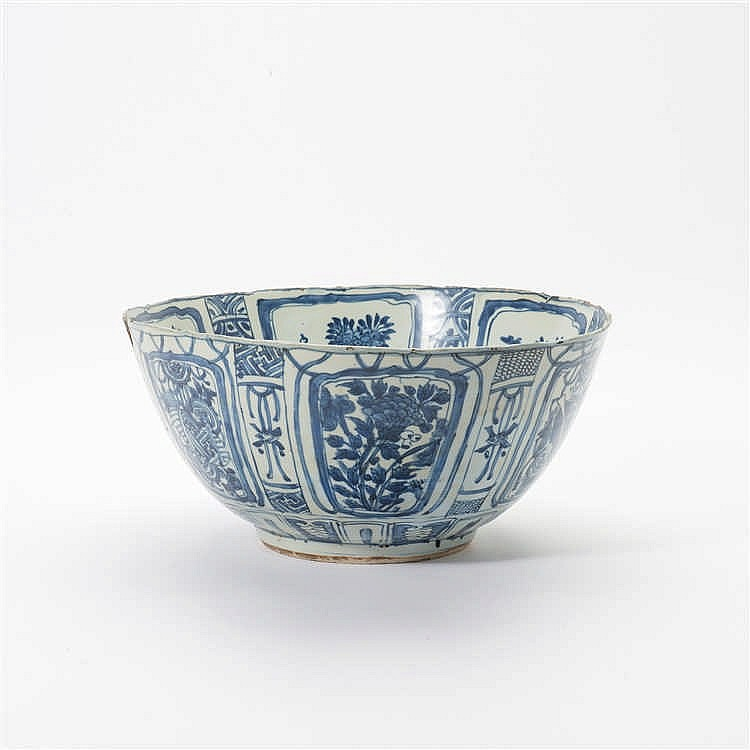 A large 'kraak' porcelain bowl