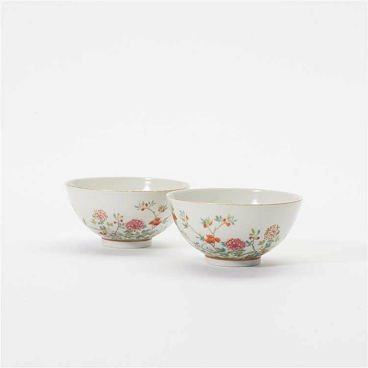 A pair of 'famille-rose' bowls