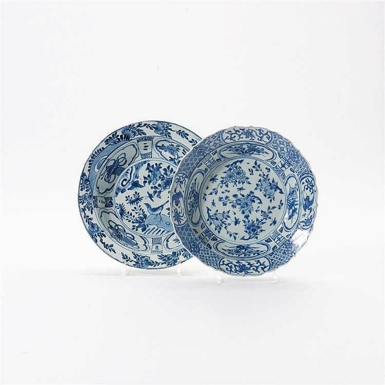 Two large 'kraak' porcelain 'klapmuts' bowls