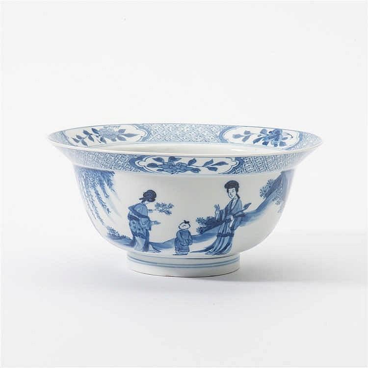 A blue and white 'klapmuts' bowl