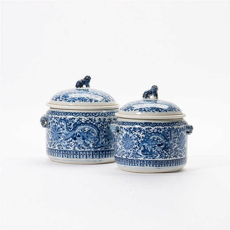 Two blue and white kamcheng with lids and liners
