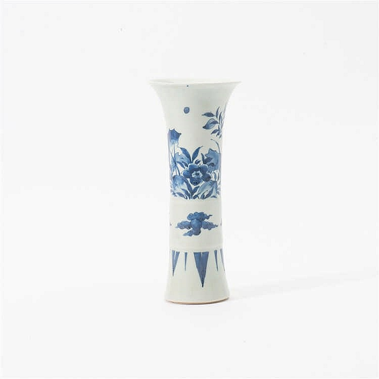 A blue and white beaker (gu)