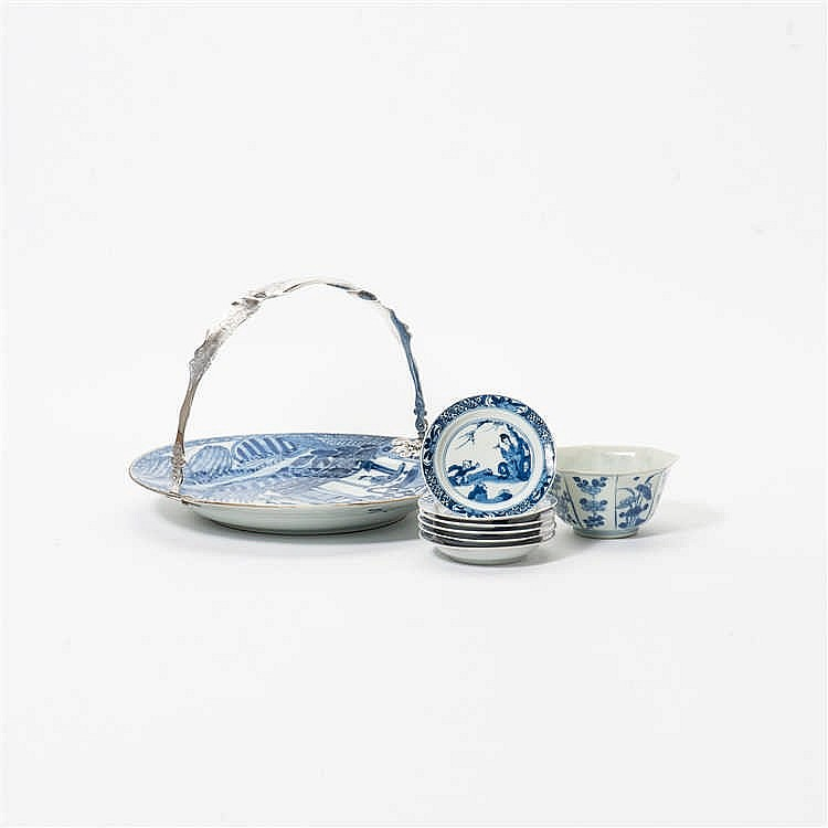 A combined lot blue and white porcelain