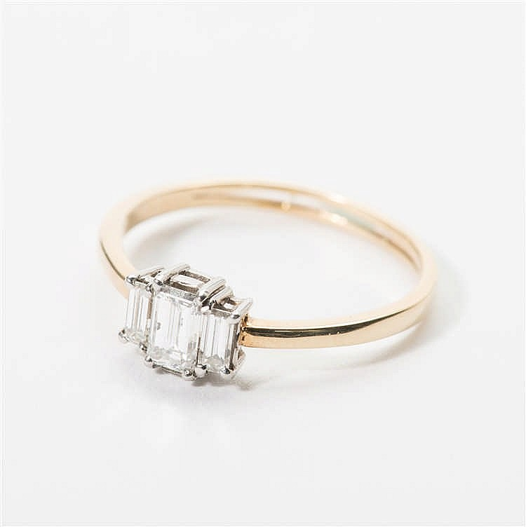 a 14 carat gold and platinum ring with diamonds