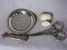Vintage Needlework / sewing tools includes:-
