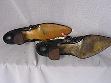 Vintage Ladies:- nine sewing implements includes