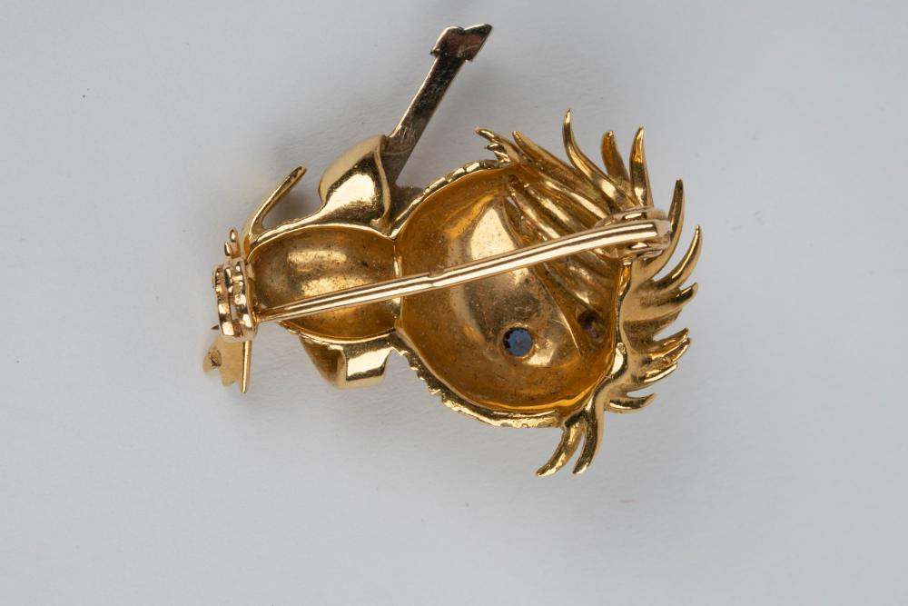 FRENCH 18 KARAT YELLOW GOLD & SAPPHIRE BROOCH