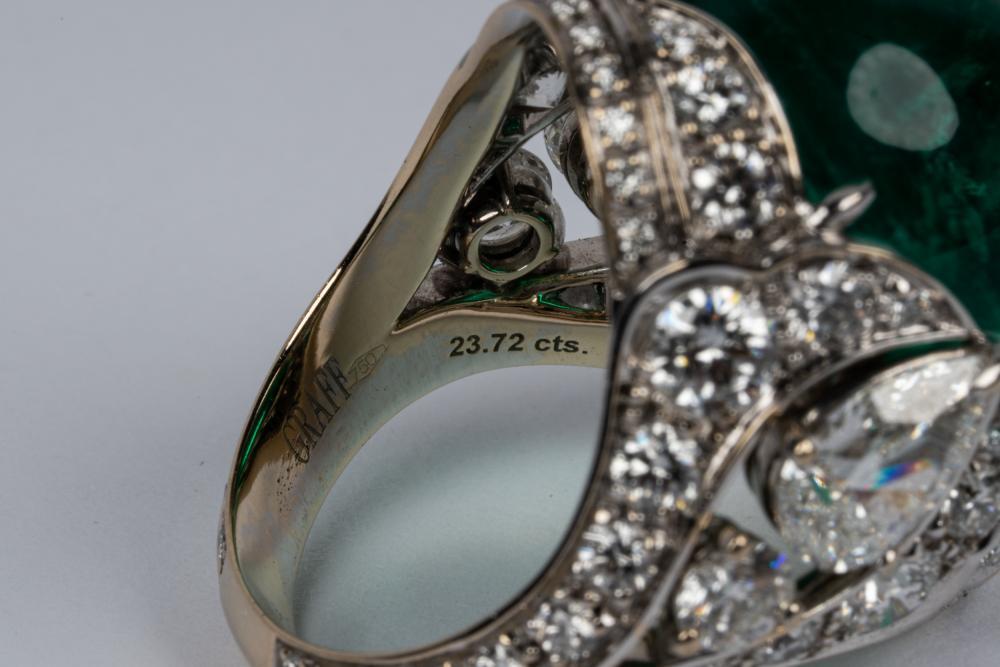 GRAFF 18 KARAT WHITE GOLD, EMERALD, & DIAMOND RING