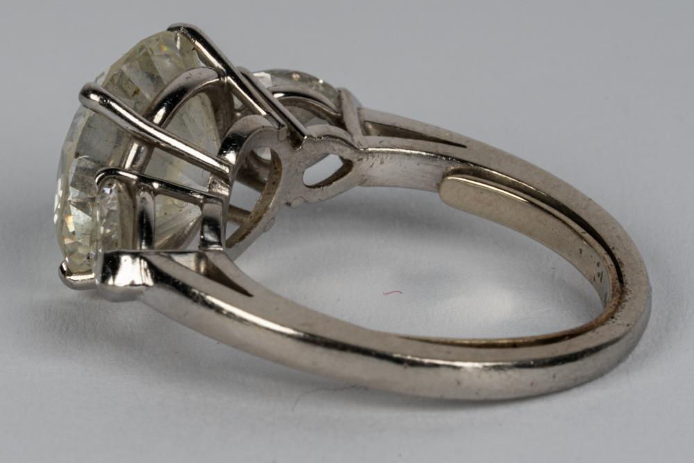PLATINUM & DIAMOND RING