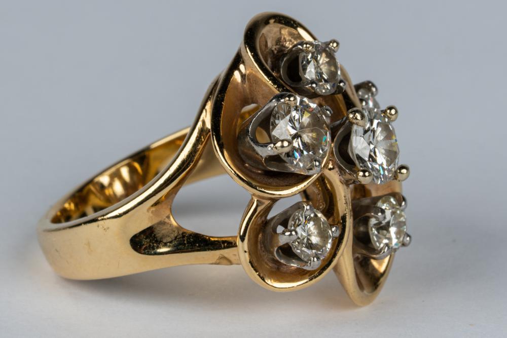 14 KARAT GOLD & DIAMOND CLUSTER RING