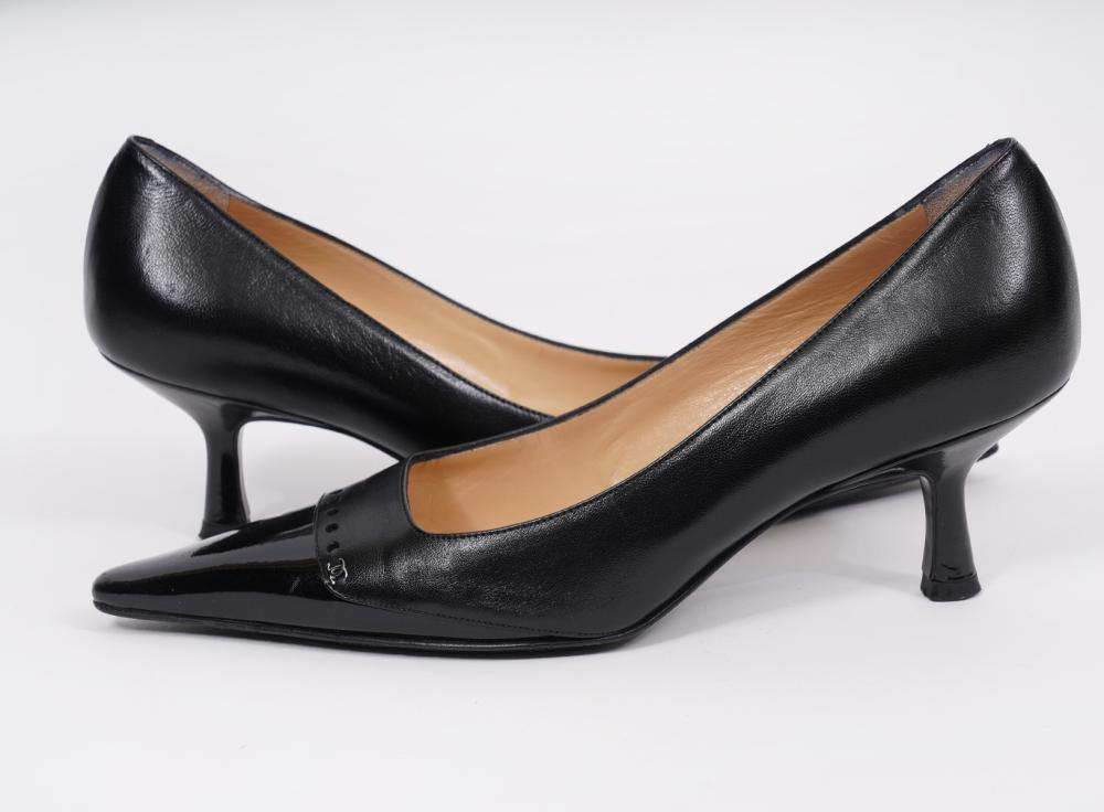 Chanel Vintage Black Patent Pumps Kitten Heel 37B