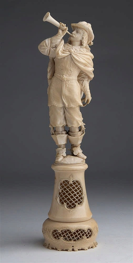 A carved ivory figure of a bugler - France, 18th / 19th Century