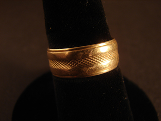 14k Solid Gold Ring Size 9    5.15 grams
