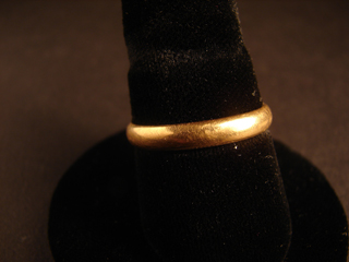 18k Gold Ring size 9 1/2-10    5.27 grams