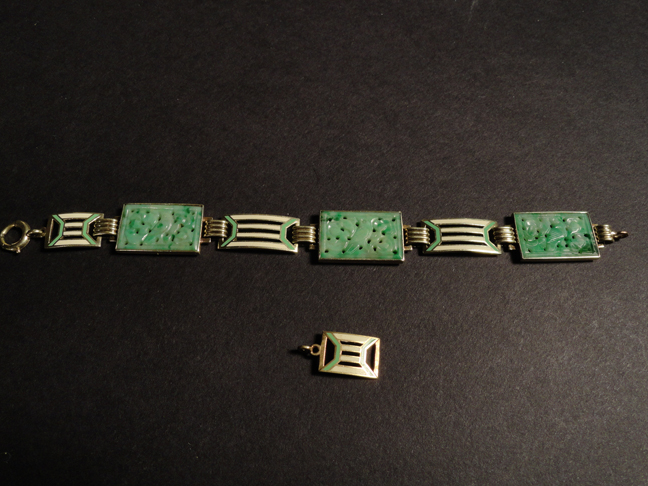 14k Solid Gold Carved Jade Bracelet with Extra Link 20.70 Grams Total