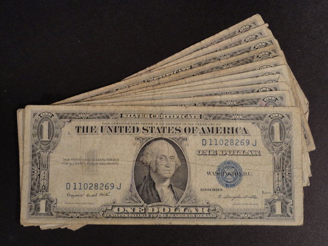 Lot of Ten 1 Dollar Silver Certificates 1935G Circulated