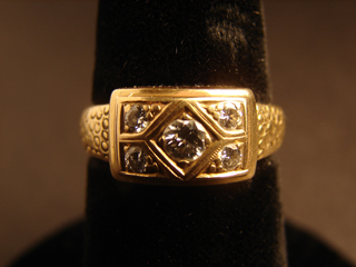 18k Solid Gold Diamond Ring Size 7    7.3 grams