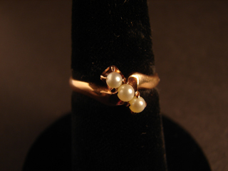 Gold Pearl Ring 2.59 grams Size 7