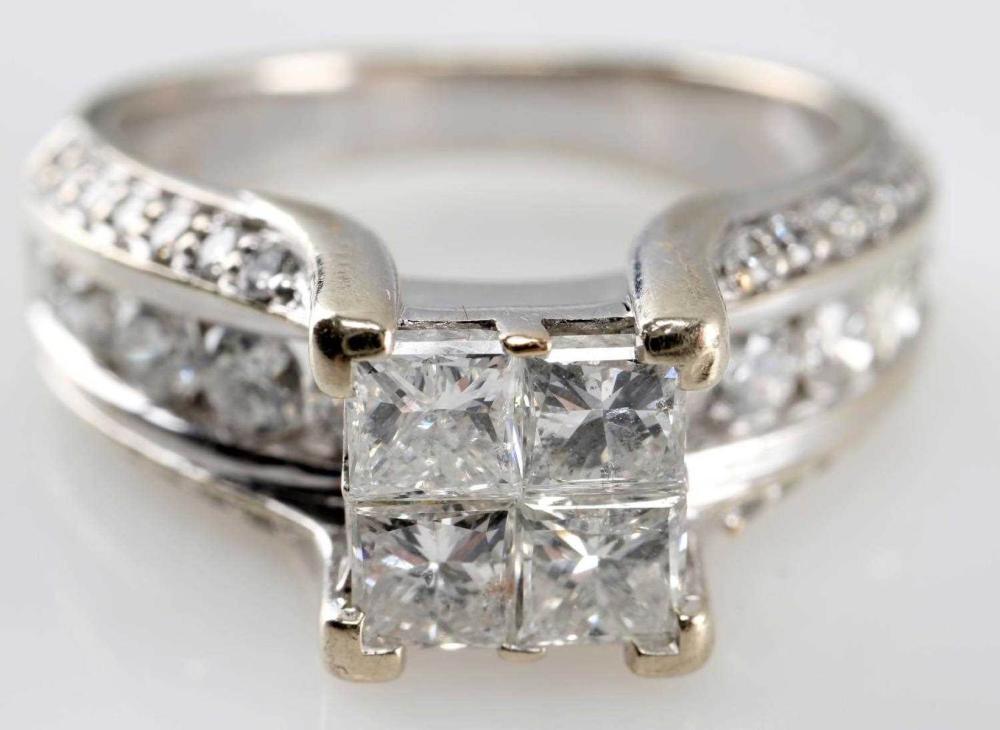 LADIES WHITE GOLD & DIAMOND ENGAGEMENT RING