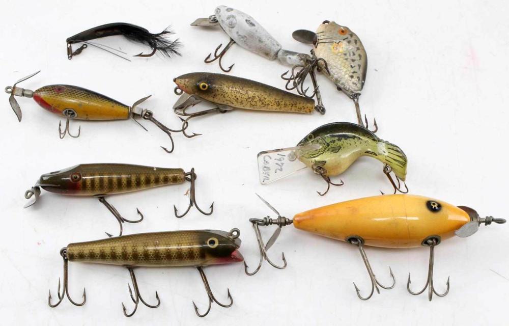 9 VINTAGE FISHING LURE CREEK CHUB LAZY HEDDON MORE