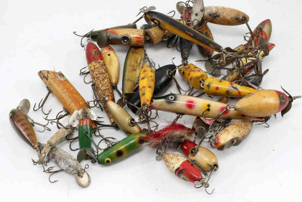 LOT OF 30 ANTIQUE FISHING LURES CHUB HEDDON MORE