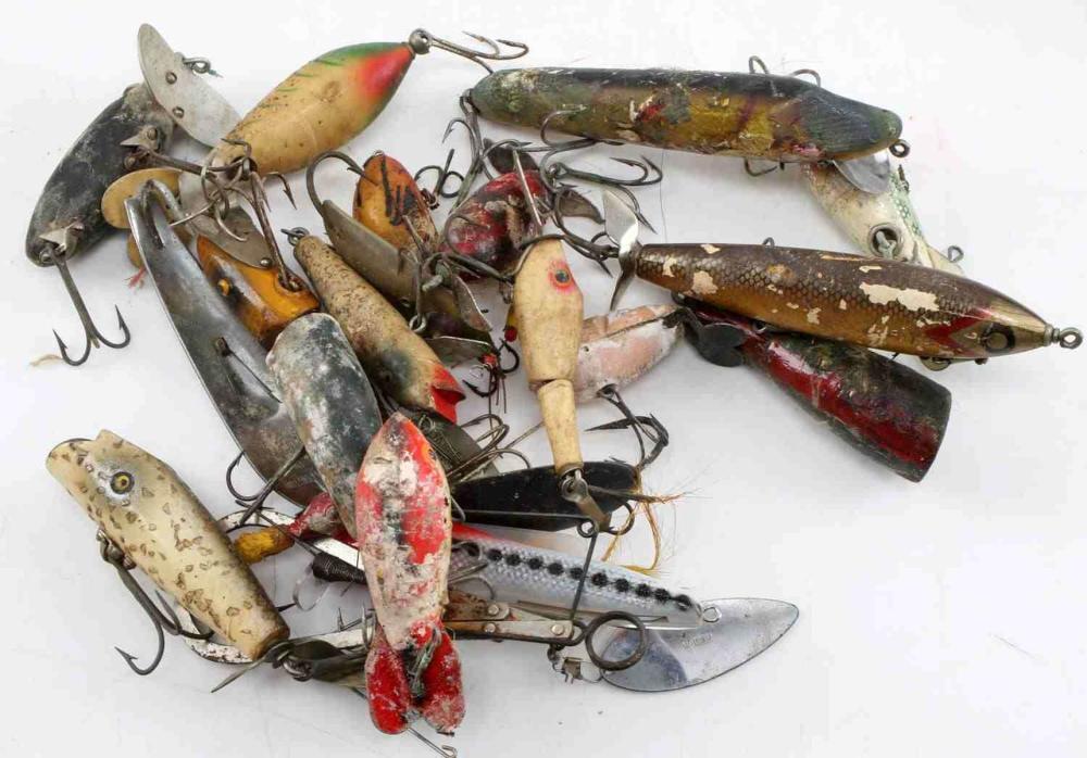 20 VINTAGE WOODEN FISHING LURES CREEK CERME HEDDON