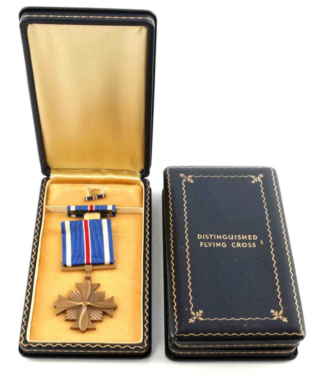 WWII CASED US DISTINGUISHED FLYING CROSS & CASE