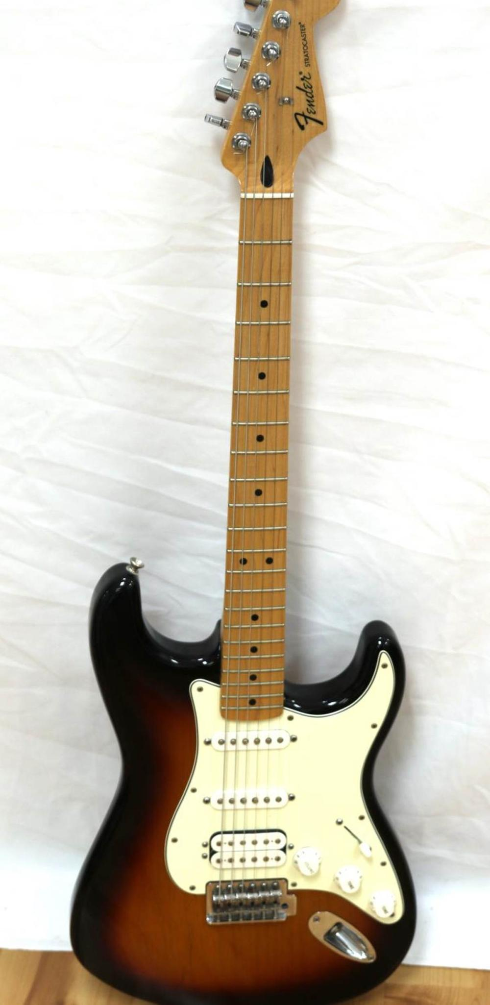 FENDER STRATOCASTER MADE IN MEXICO ELECTRIC GUITAR