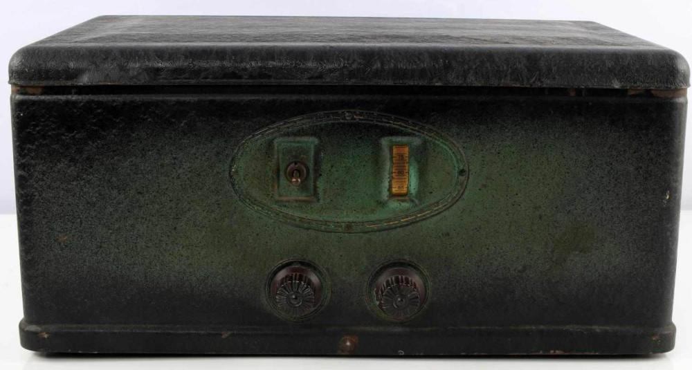 VINTAGE STEWART WARNER VACUUM TUBE AM RADIO