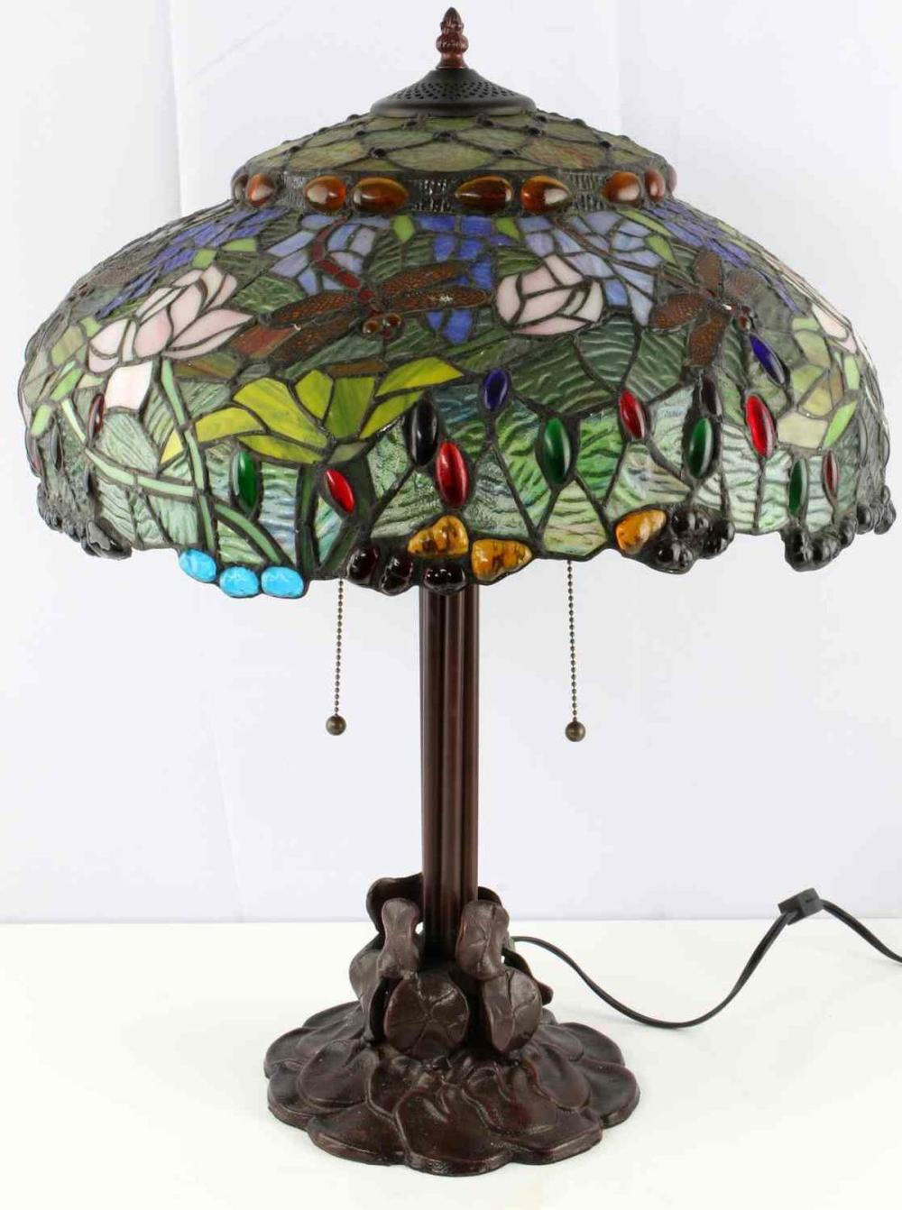 TIFFANY STYLE STAINGLASS DRAGONFLY W LILIES LAMP