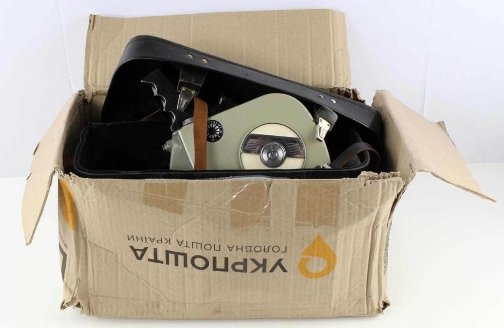 VINTAGE KPACHOROPCK 2 16MM CAMERA WITH EXTRAS
